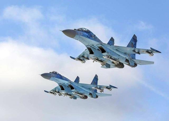 Các máy bay vận tải hạng nặng Il-76MD cùng tiêm kích chiếm ưu thế trên không Su-27 có nhiệm vụ đưa lực lượng đột kích của Quân đội Ukraine tới khu vực giao tranh, cũng như bảo vệ không phận và trực tiếp giáng trả đòn tấn công.