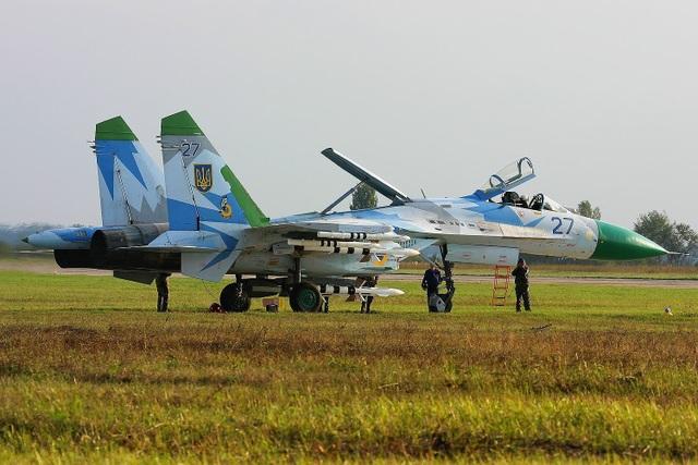 Các nhà máy quốc phòng của Ukraine đã tiến hành khôi phục khả năng bay, đi kèm với nâng cấp nhiều tiêm kích Su-27 và MiG-29 đang được niêm cất trong các kho dự trữ chiến lược.