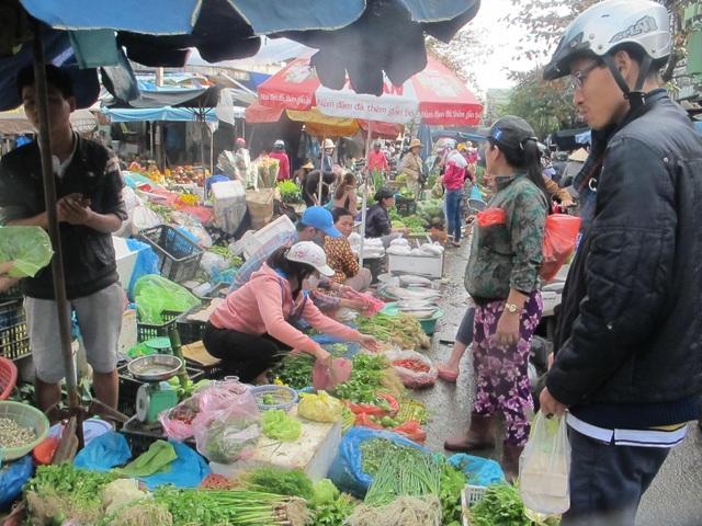 Từ chợ đầu mối, thực phẩm được phân bố về các chợ trên địa bàn