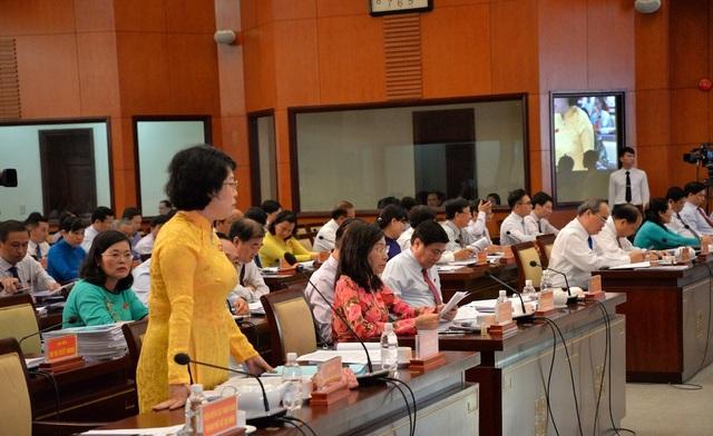 Đại biểu HĐND TPHCM góp ý cho các dự thảo nghị quyết