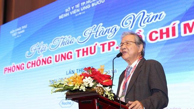 GS.BS Nguyễn Chấn Hùng, Chủ tịch Hội Ung thư Việt Nam phát biểu tại hội thảo