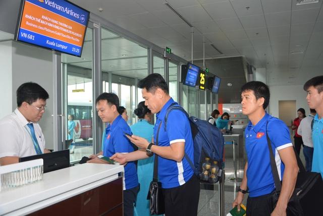 Đội tuyển Việt Nam lên đường sang Malaysia đá trận chung kết lượt đi - 5