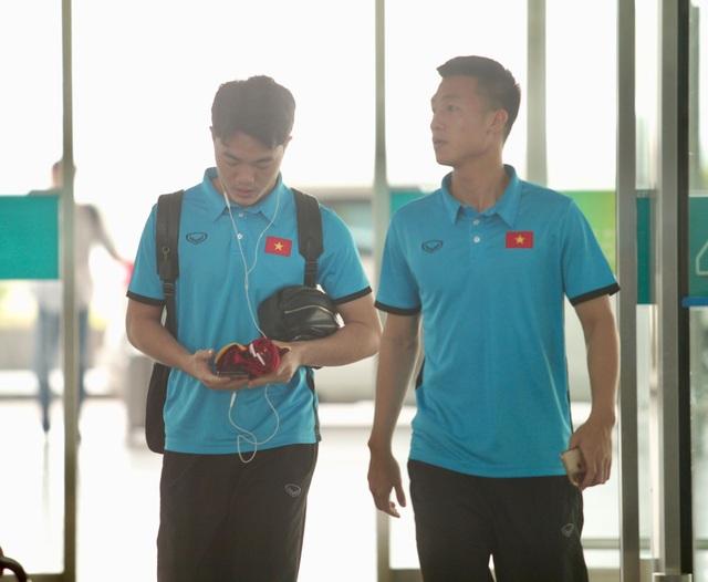Đội tuyển Việt Nam lên đường sang Malaysia đá trận chung kết lượt đi - 14