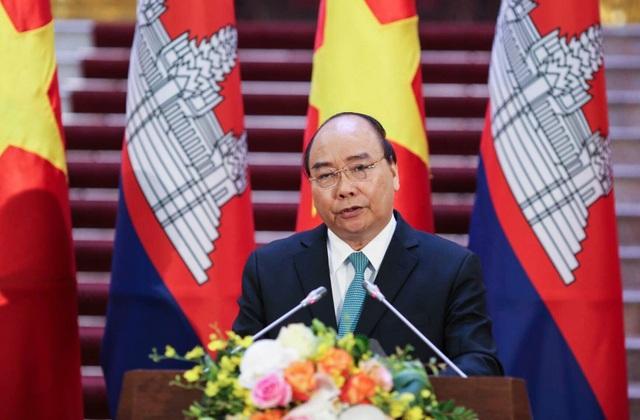 Thủ tướng Chính phủ Nguyễn Xuân Phúc nhấn mạnh, Việt Nam coi trọng và ưu tiên đẩy mạnh hợp tác kinh tế với Campuchia