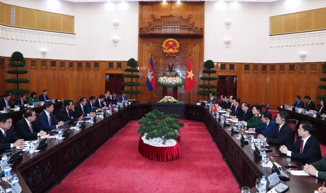 Thủ tướng Nguyễn Xuân Phúc và Thủ tướng Campuchia hội đàm