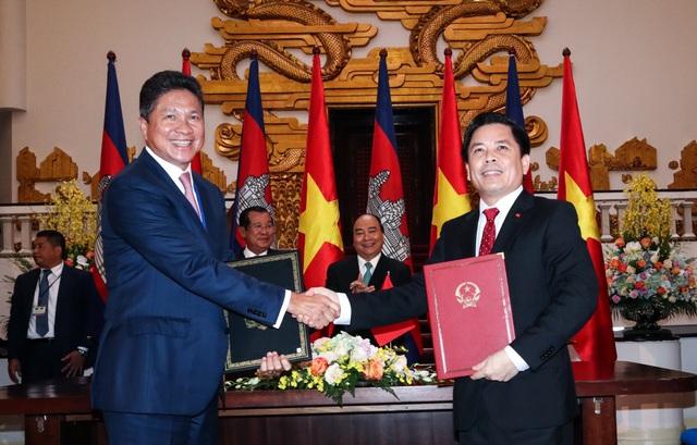 Hai Thủ tướng vui mừng chứng kiến lễ ký kết hợp tác giữa các bộ, ngành của hai nước