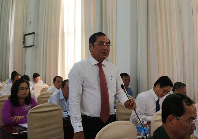 Ông Đỗ Hoàng Trung - Giám đốc Sở TT&TT Cần Thơ trả lời câu hỏi của đại biểu HĐND