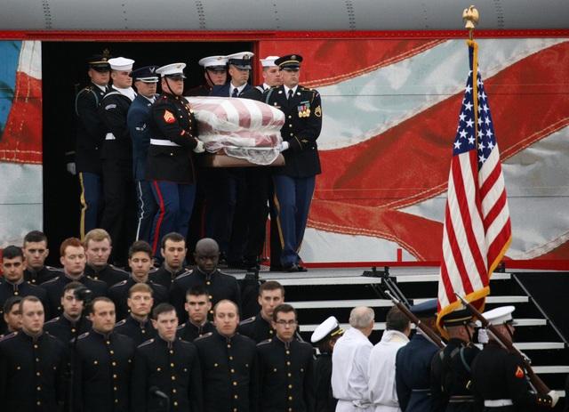 Chuyến tàu đã đưa linh cữu cố Tổng thống Bush tới College Station. Tại đây, linh cữu tiếp tục được chuyển tới bảo tàng và thư viện Tổng thống George Bush tại Đại học Texas A&M nơi cố tổng thống được chôn cất bên cạnh vợ, bà Barbara Bush, và con gái Robin - người mất từ năm lên 3 tuổi.