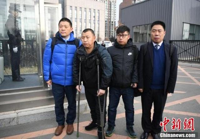 Jin Zhelong năm nay 50 tuổi, cùng người thân sau khi được trả tự do