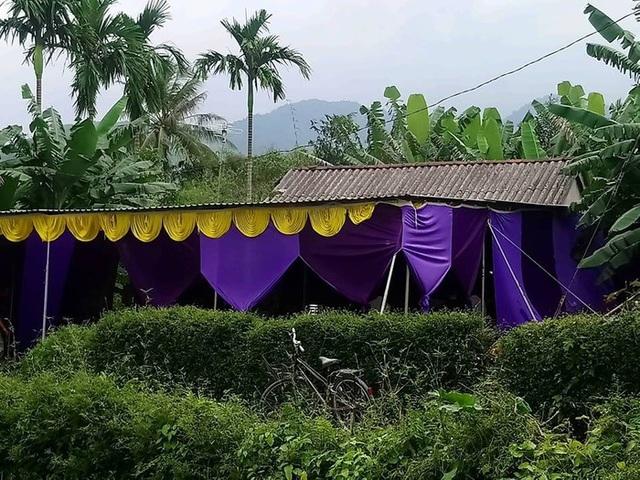Đám tang đầy thương tâm tại nhà mẹ sản phụ T. ở xã Lộc Trì, huyện Phú Lộc (ảnh: T.H)