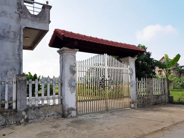 Căn nhà chưa có dấu hiệu nào cho thấy có sự tháo dỡ phần xây trái phép trên đất nông nghiệp.