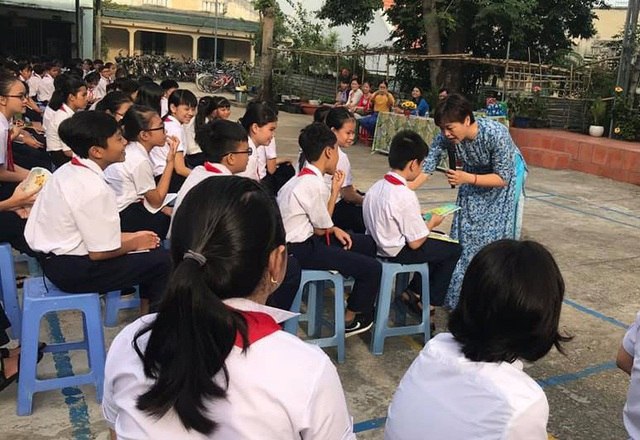 TS Phạm Thị Thúy trong một chuyên đề về bảo vệ bản thân dành cho học sinh