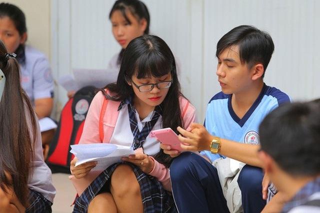 Học sinh ôn tập trước khi bước vào kỳ thi THPT quốc gia. (Ảnh: Hoàng Triều)