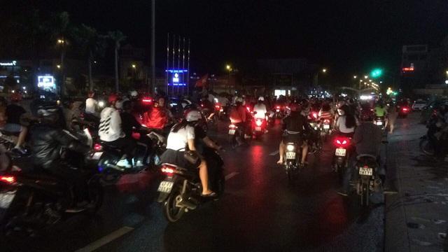 Hàng triệu người đổ ra đường mừng tuyển Việt Nam vào chung kết - 10