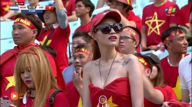 Cô nàng được mệnh danh là fan girl sexy nhất của bóng đá Việt Nam.