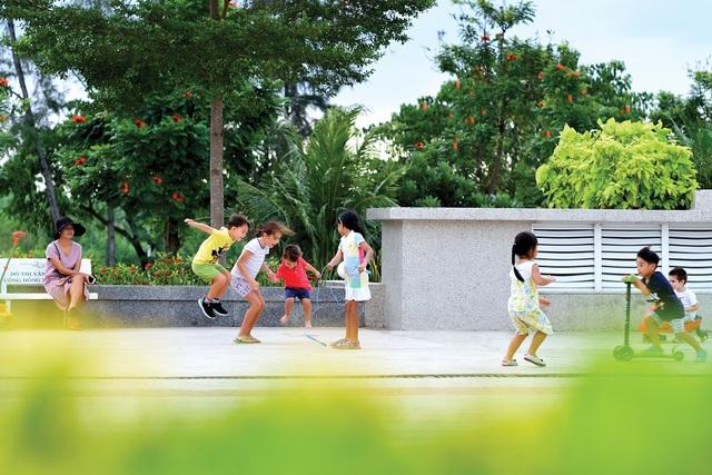 Môi trường sống có đầy đủ dịch vụ là lợi thế để thu hút cư dân dọn về sau khi công trình nhà ở được bàn giao
