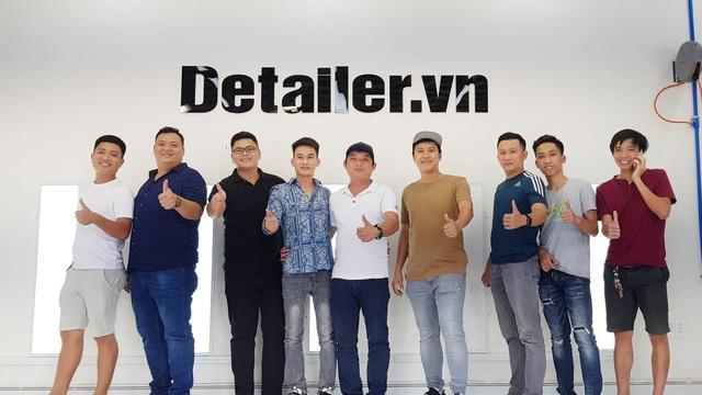 Team Auto365 các tỉnh chụp hình lưu niệm trước mô hình dự án Detailer.vn - Mô hình Detailing Việt Nam lần đầu tách ra thành mảng chuyên