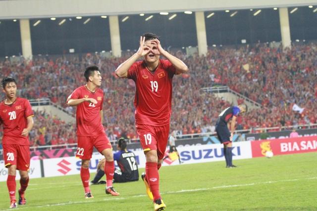 Quang Hải rực sáng trong trận đấu với Philippines