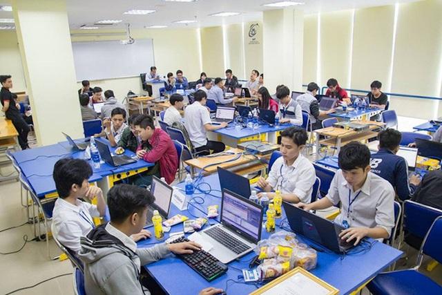 Sinh viên học tại trường ĐH Công nghệ Thông tin - ĐHQG TPHCM (ảnh trường ĐH Công nghệ Thông tin)