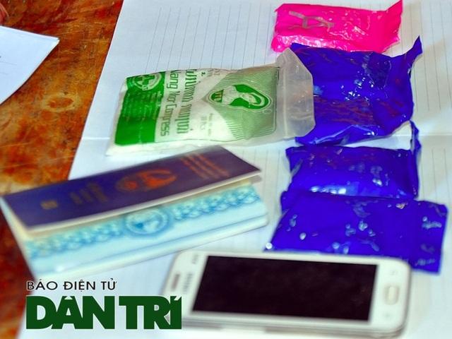 Bắt người đàn ông nước ngoài mang ma túy đá vào Việt Nam tiêu thụ - 2