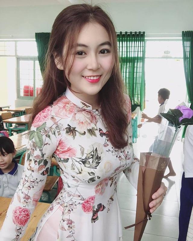 Nữ sinh sư phạm gợi cảm lại gây sốt khi cổ vũ ĐT Việt Nam - 6