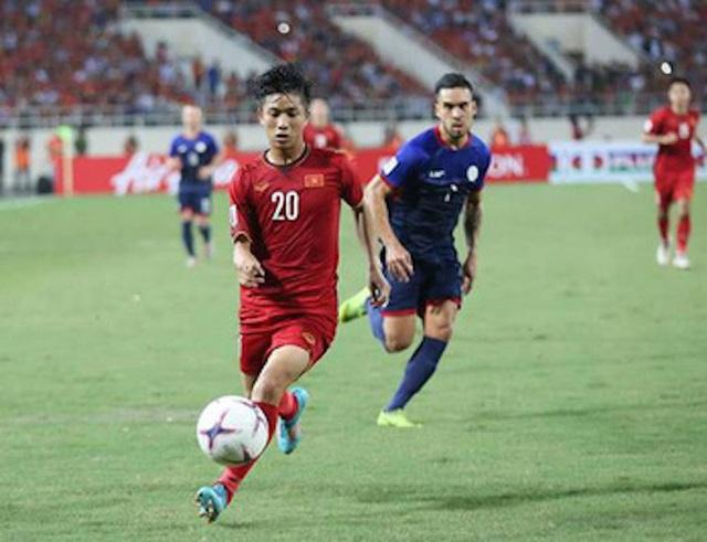 Trong màu áo đội tuyển Việt Nam dự vòng chung kết AFF Cup 2018, chân sút trẻ tuổi xứ Nghệ đã để lại ấn tượng với 2 bàn thắng và 4 pha kiến tạo thành bàn.