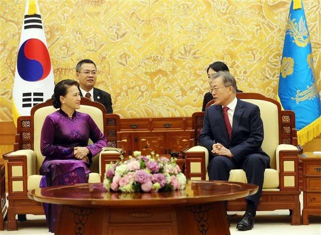 Chủ tịch Quốc hội Nguyễn Thị Kim Ngân hội kiến Tổng thống Hàn Quốc Moon Jae-in.