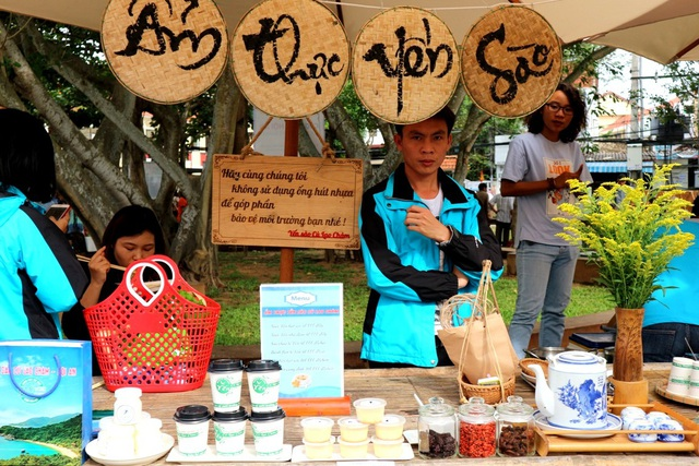 Đến với chợ phiên, người dân có thể lựa chọn những nông sản hữu cơ hoặc nông sản quê của đất và người Hội An, hoặc có thể thưởng thức không gian ẩm thực tinh túy, sáng tạo…