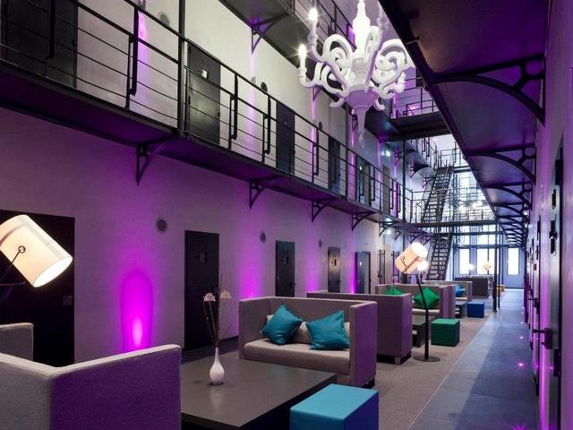 Bên trong một nhà tù được thiết kế hoàn toàn mới, nhưng vẫn giữ cánh cửa các phòng giam cũ