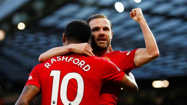 Mata ăn mừng bàn thắng vào lưới Fulham
