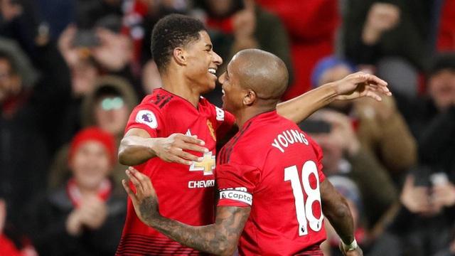 Rashford ăn mừng sau khi ghi bàn thắng vào lưới Fulham