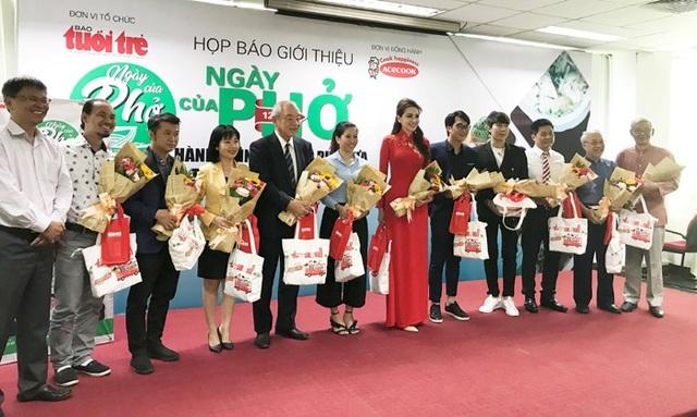 """Họp báo ra mắt sự kiện """"Ngày của Phở"""" 12.12.2018 được tổ chức tại Báo Tuổi Trẻ với sự tham gia của nhiều chuyên gia và nghệ sĩ khách mời"""
