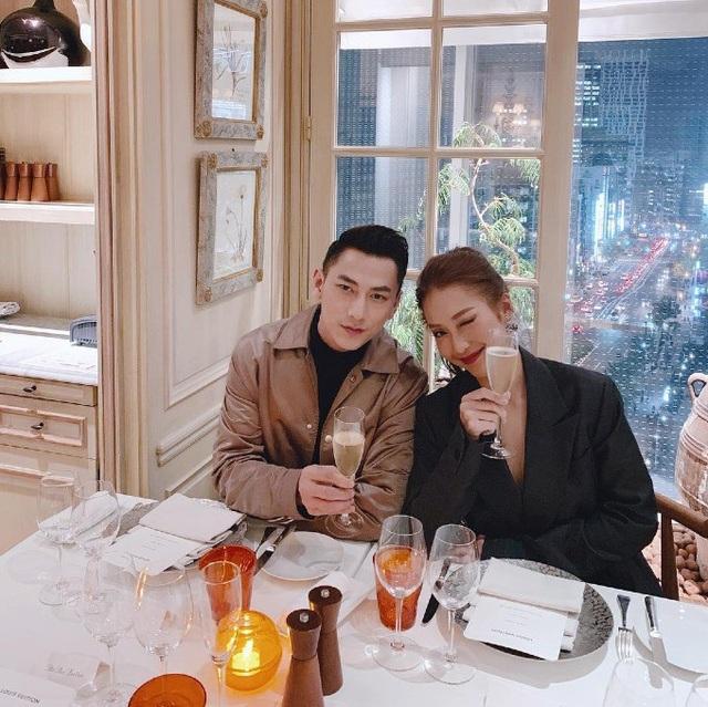 Khả Ngân ăn tối lãng mạn cùng ca sĩ Isaac tại một nhà hàng ở Tokyo, Nhật Bản.