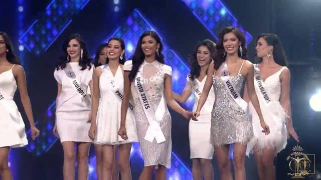 Người đẹp đại diện Việt Nam rạng rỡ trong đêm chung kết bên cạnh các thí sinh quốc tế