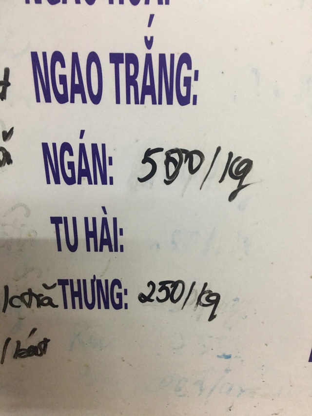 Giá bán lẻ ngay tại chợ Vân Đồn thấp nhất cũng đã 500.000 đồng/kg tùy hàng