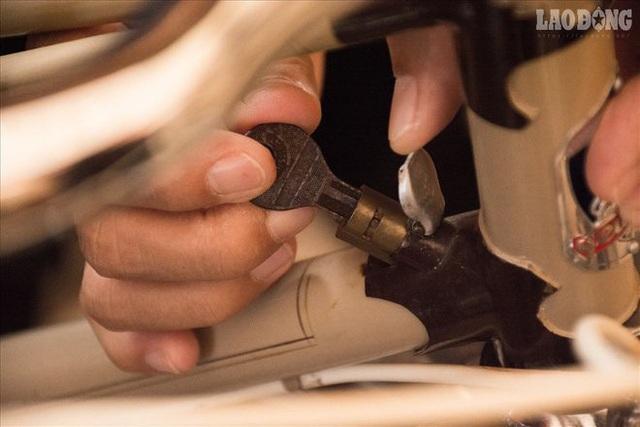 Theo ông Tình, các loại phụ tùng của loại xe khách không lắp được vào xe Peugeot, kể cả cùng là Peugeot nhưng khác đời vẫn không lắp được.