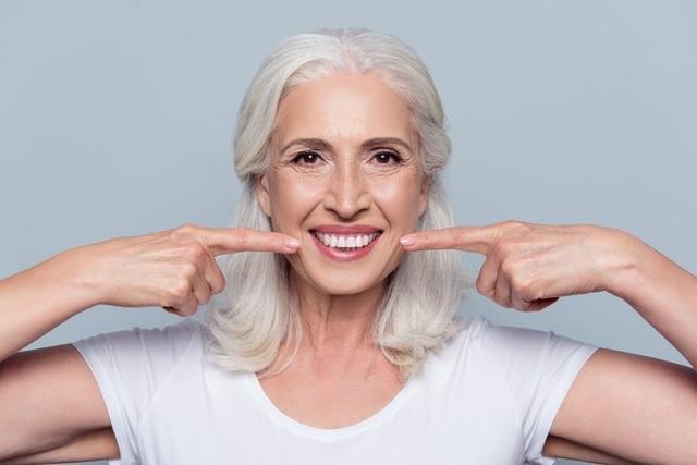 Sức khỏe răng miệng thay đổi thế nào khi chúng ta già đi? - 1