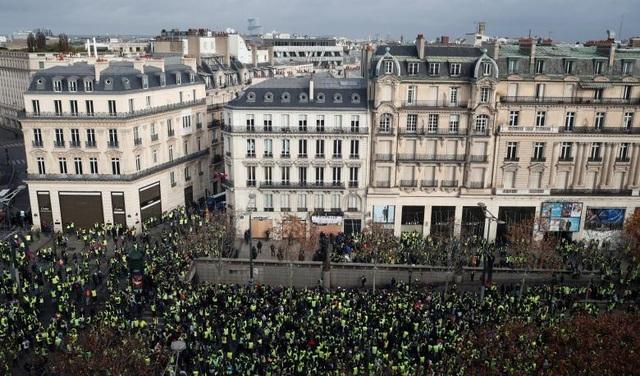 Theo nhà báo Charlotte Dubenskij của RT, cuộc bạo động lần này có quy mô lớn và mức độ dữ dội hơn nhiều tuần trước. Chỉ tính riêng ở Paris có hơn 70 người, gồm 7 cảnh sát, bị thương.