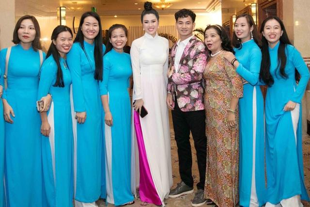 Emily Hồng Nhung làm MC cùng Xuân Bắc - 1