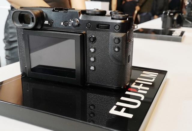 Fujifilm ra mắt máy ảnh không gương lật GFX 50R giá gần 110 triệu đồng - 5