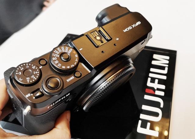 Hình ảnh mẫu máy ảnh không gương lật Fujifilm GFX 50R.