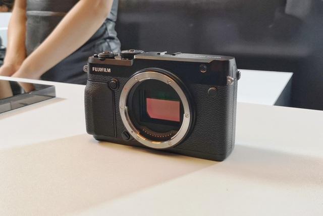 Fujifilm ra mắt máy ảnh không gương lật GFX 50R giá gần 110 triệu đồng - 3