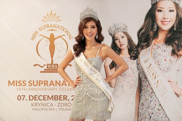 Minh Tú được ban tổ chức trao giải Miss Supranational Asia 2018