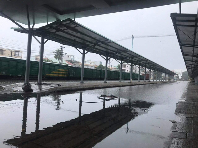 Nhà ga đường sắt Đà Nẵng ngập nước