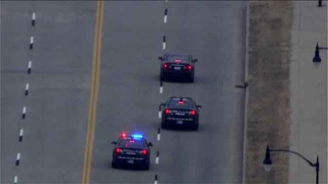 Cảnh sát quyết định truy đuổi chiếc xe này qua nhiều địa điểm, từ phía tây nam thành phố Oklahoma tới khu vực Moore và Norman. Tại một số điểm, tài xế đã cho xe chạy với tốc độ 160km/giờ.