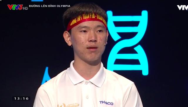 Hoàng Minh là thí sinh dẫn đầu ở phần thi Vượt chướng ngại vật và Tăng tốc