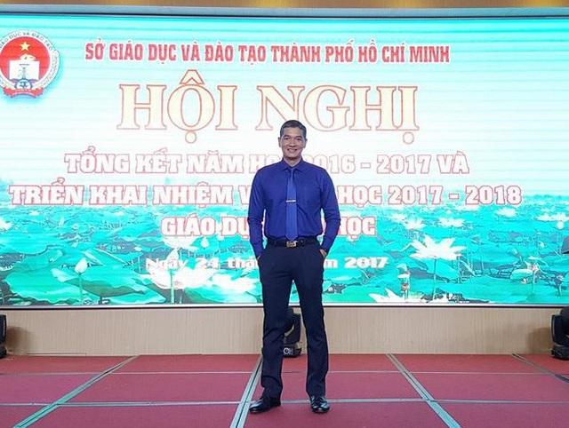 Thầy Hoàng Trường Giang là một giáo viên, một quản lý và cũng là một cán bộ Đoàn đầy nhiệt huyết.