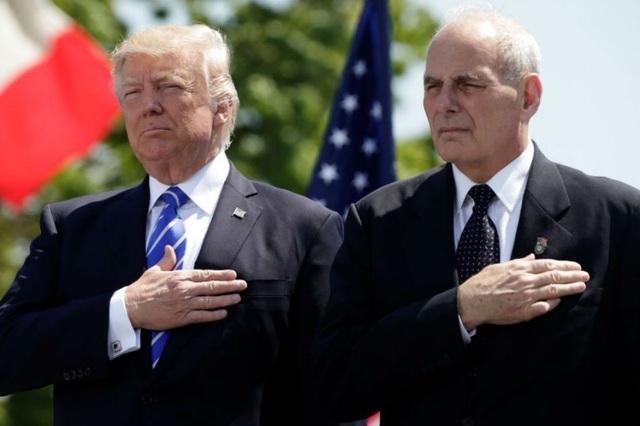 Tổng thống Mỹ Donald Trump và Chánh văn phòng Nhà Trắng John Kelly (phải) (Ảnh: Reuters)