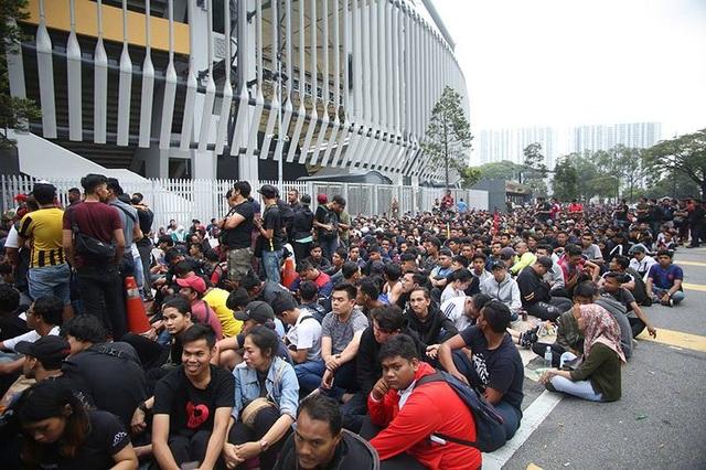 Hàng nghìn CĐV Malaysia xếp hàng qua đêm mua vé xem trận chung kết - 6