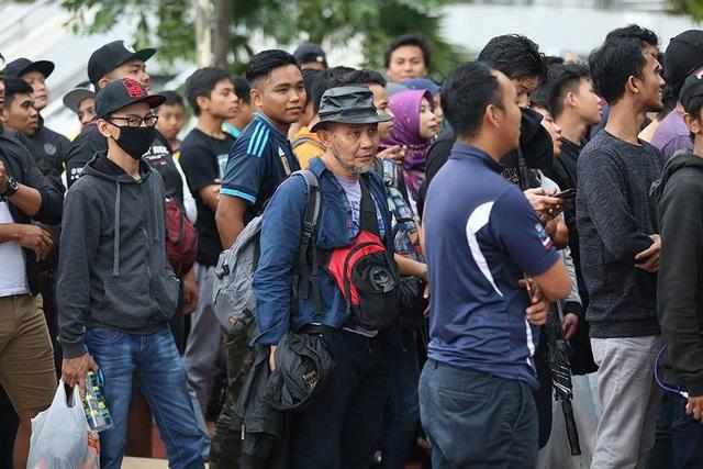 Hàng nghìn CĐV Malaysia xếp hàng qua đêm mua vé xem trận chung kết - 7